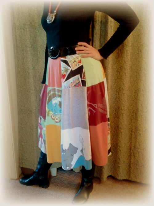 Upcycled T-shirt skirt pic 3