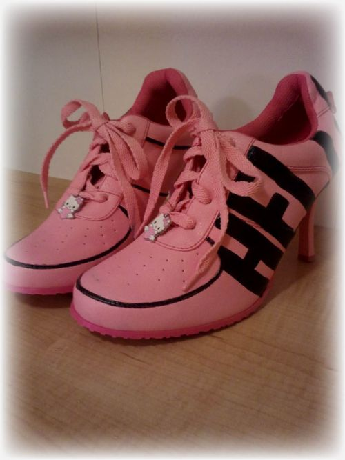 Hand Painted Hello Kitty Shoes 4