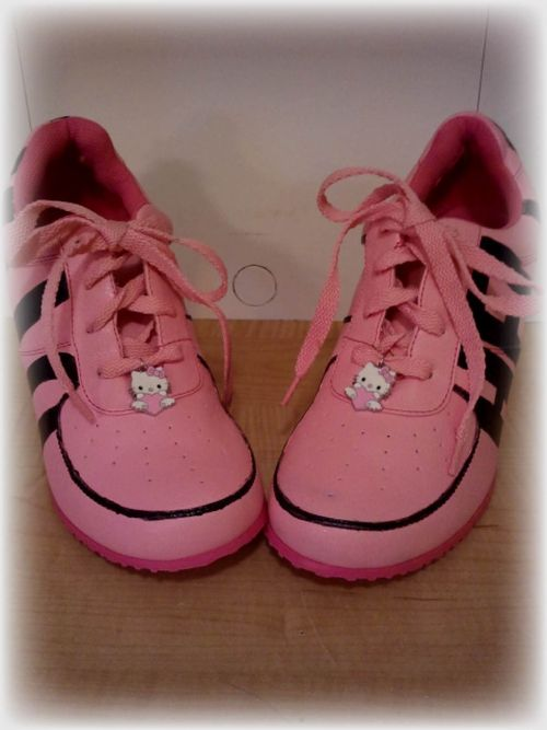 Hand Painted Hello Kitty Shoes 3